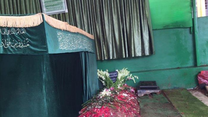 Peziarah Tak Berhenti Terus Berdatangan ke Makam Habib Ali Bin Abdurrahman Assegaf di Pancoran