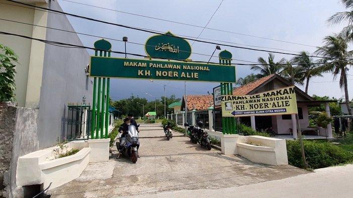 Berziarah ke Makam Pahlawan KH Noer Ali, Jadi Pilihan Wisata Religi saat Bulan Ramadan