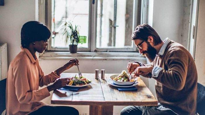 Makan Secara Perlahan Bisa Mengatasi Berat Badan Berlebihan, Begini Cara Kerjanya