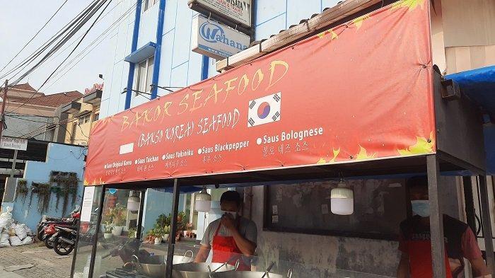 Bakor Seafood menawarkan jajanan khas Korea di Kemanggisan, Palmerah, Jakarta Barat. Makanan khas Korea ini ditawarkan harga Rp 10.000 per porsi.