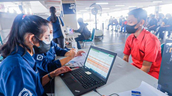 Mal Ciputra Jakarta bekerja sama dengan pihak-pihak terkait, memfasilitasi vaksinasi dosis pertama untuk para pelaku Usaha Kecil Menengah (UKM) terdaftar dan karyawan tenant Mal Ciputra Jakarta.