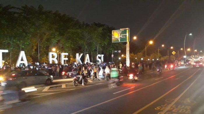 Walau Car Free Night Batal Digelar, Warga Tetap Padati Jalan Ahmad Yani Bekasi