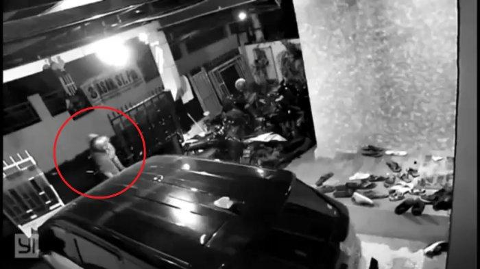Maling Motor Pakai Jaket Ojol Terekam CCTV Gasak Yamaha NMax di Jatiasih Bekasi