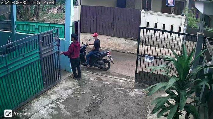 Depok Rawan Pencurian Motor, Terekam CCTV Motor Matik Milik Perawat Digasak Maling Berjaket Merah