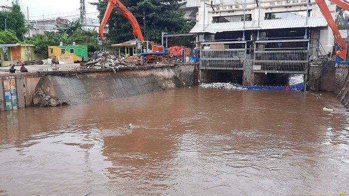 Kondisi Ketinggian TMA di 13 Pintu Air di Jakarta Dalam Kondisi Siaga 4, Berikut Datanya