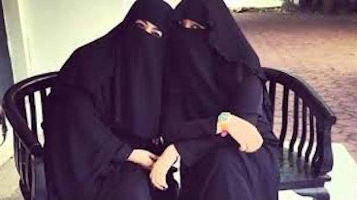 Ummi Pipik dan almarhumah Soraya Abdullah.