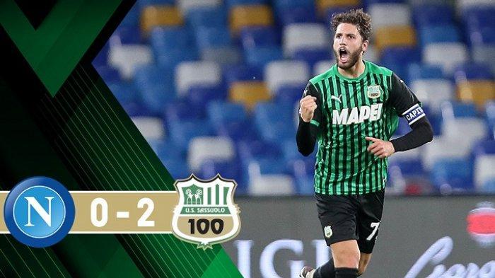Pemain Sassuolo, Manuel Locatelli, melakukan salebrasi usai mencetak gol bagi timnya. Sassuolo menumbangkan Napoli di kandangnya dengan skor 2-0, Senin (2/11/2020) dini hari.