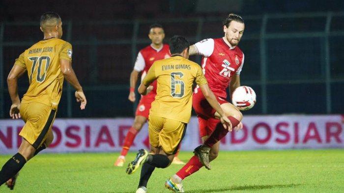 Marc Klok menjadi sosok pemain yang membawa tim Persija Jakarta lolos dari babak penyisihan grup B setelah berhasil menyumbangkan gol penentu kemenangan ke gawang Bhayangkara Solo FC