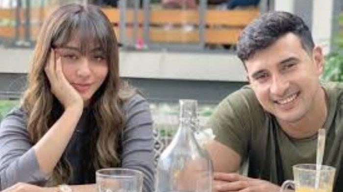 Ali Syakieb melamar Margin Wieheerm pada 23 Januari 2021 setelah melamar secara personal pada 8 Juli 2020. Ali Syakieb dan Margin Wieheerm menikah pada 6 Februari 2021.