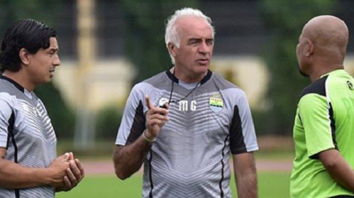 Pelatih Persib Bandung Ucapkan Selamat untuk Persija Jakarta karena Juarai Piala Presiden