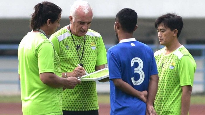 Mario Gomez Nilai Konsentrasi Pemain Persib Kurang Bagus