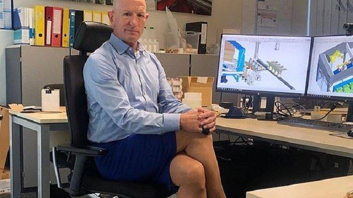 Sepatu Hak Tinggi dan Rok Pensil Tak Punya Jenis Kelamin, Ahli Robot Mark Bryan Membuktikannya