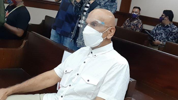 Mark Sungkar disela istirahat menjalani sidang perkara dugaan korupsi pelatnas triathlon Asian Games 2018 di Pengadilan Tipikor, Jakarta Pusat, Selasa (9/3/2021).