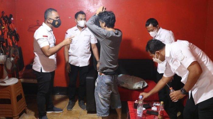 Polisi menggrebek Markas organisasi masyarakat (ormas) Pemuda Pancasila di Kecamatan Cibodas, Kota Tangerang