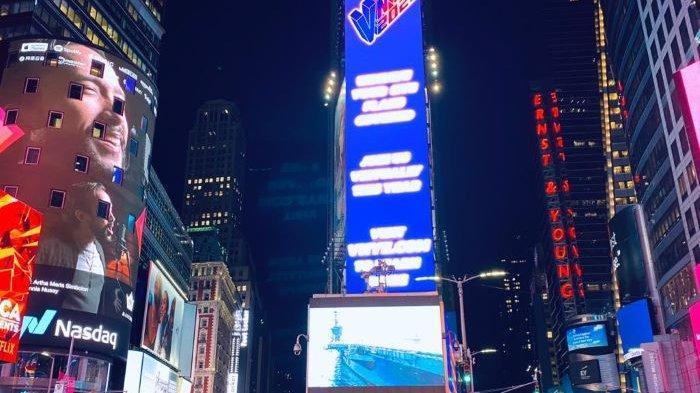 Maruli Tampubolon dan 'Never Stand Alone' Karya Artha Meris Simbolon Ramaikan Times Square New York