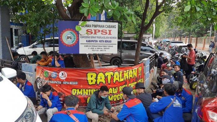Gagal Demo di DPR, Rombongan Buruh Asal Kota Bekasi hanya Berkumpul di Sekretariat SPSI Kota Bekasi