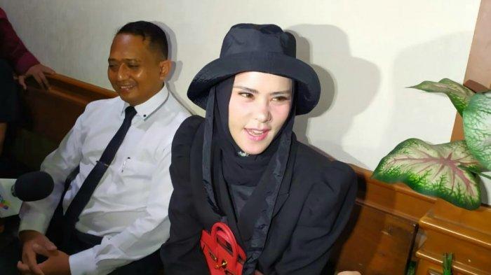 Angel Lelga Ngotot Cerai Hingga Sebut Vikcy Prasetyo Tak Ada Manfaatnya Lagi