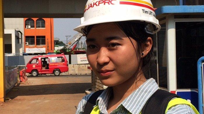 Ini Penampakan Masinis Perempuan Saat Ujicoba LRT Jakarta