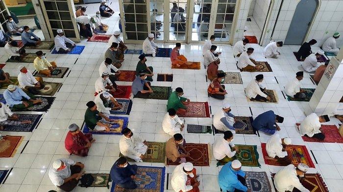 Pelaksanaan Salat Ied Idul Adha di Masjid Jamie Baitul Muttaqin Bekasi Hanya Dihadiri Jemaah Pria