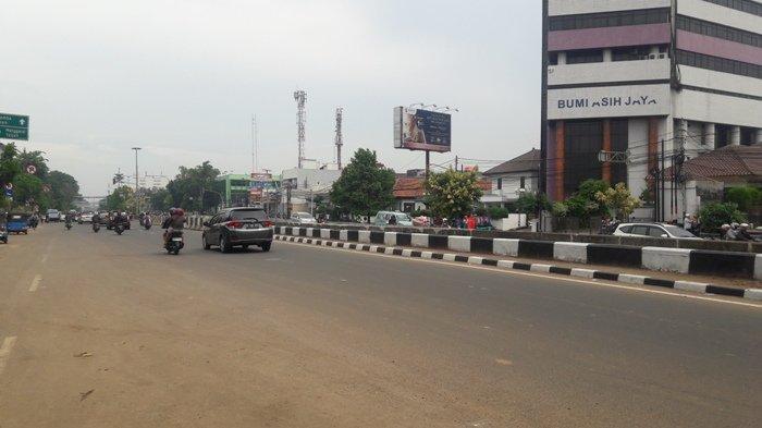 Jalan Matraman Arah Salemba dalam Kondisi Lancar