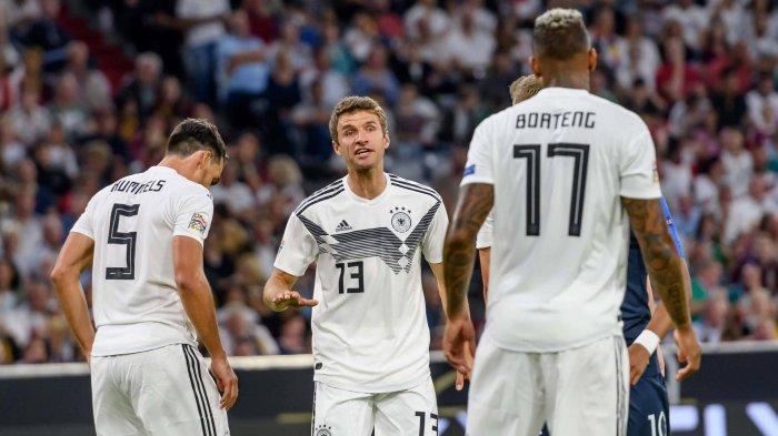 Mats Hummels, Thomas Mueller dan Jerome Boateng. Jasa para pemain senior ini dianggap masih dibutuhkan oleh tim nasional Jerman. Mereka bisa jadi pemimpin skuad Die Mannschaft saat ini, yang sebagian besar masih muda.