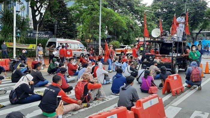Di Peringatan May Day, Jokowi Disindir Ogah Temui Buruh tapi Hadiri Pernikahan Atta Halilintar-Aurel