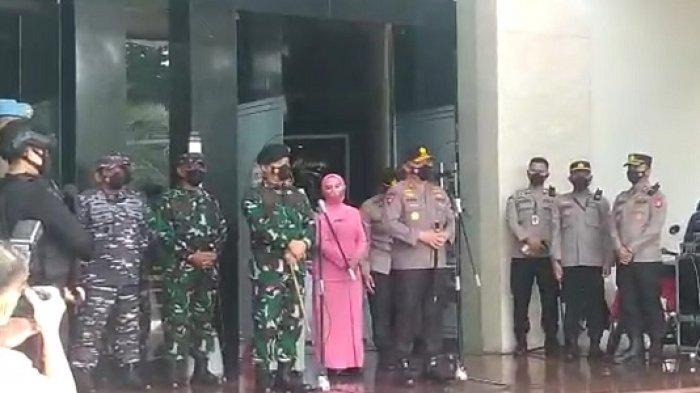 Nobatkan Mayjen Dudung sebagai Warga Kehormatan, Irjen Fadil: Dia Teladan Jaga Keamanan Ibu Kota
