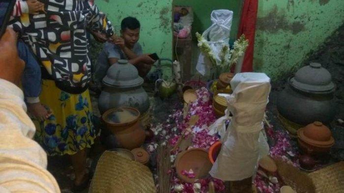 HEBOH Warga Berkerumun Melihat Ritual Topo Pendem Setelah Maghrib, Mbah Pani Dikubur Seperti Jenazah