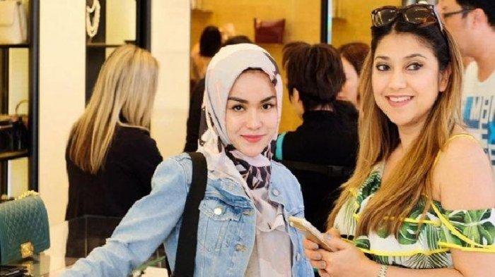 Medina Zein dan kakak iparnya Sarah Azhari.