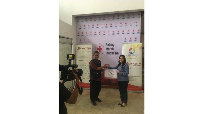 Megapolitan Developments Salurkan Bantuan untuk bencana tsunami Selat Sunda melalui PMI