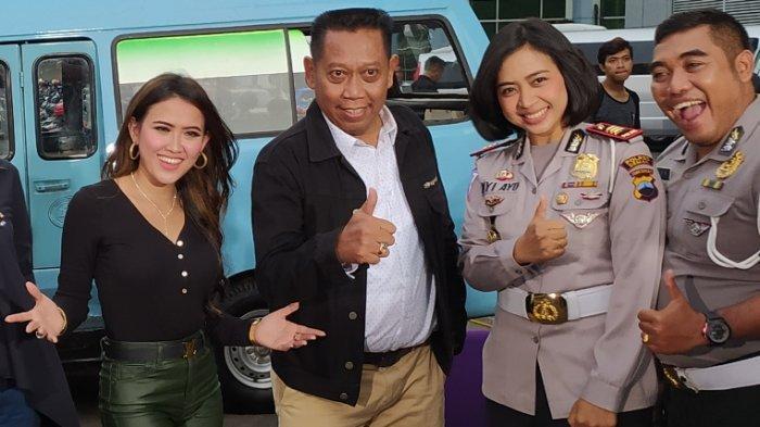 Pedangdut Meggie Diaz tampak menemani presenter dan komedian kondang Tukul Arwana di TransTV, Jalan Kapten Tendean, Mampang Prapatan, Jakarta Selatan, Rabu (6/11/2019).