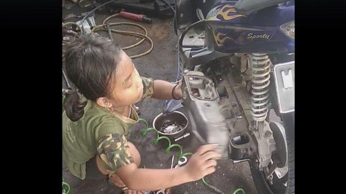 Setiani Aulia Putri, Mekanik Cilik Usia 8 Tahun Viral, Bisa Servis Motor Matik: Maafin Bapak Ya Nak