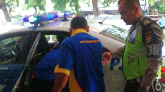 Penumpang Bus Jurusan Kampung Rambutan-Pekalongan Melahirkan di Mobil Patroli Jalan Raya