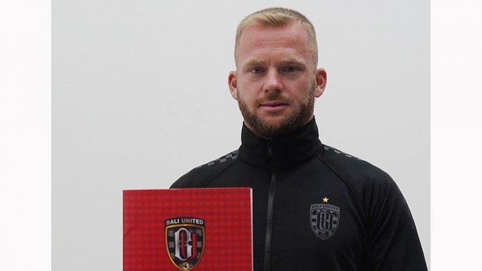 Bali Unted Pinjamkan Penyerang Sayap Melvin Platje ke De Graafschap untuk Persiapan Piala AFC 2021