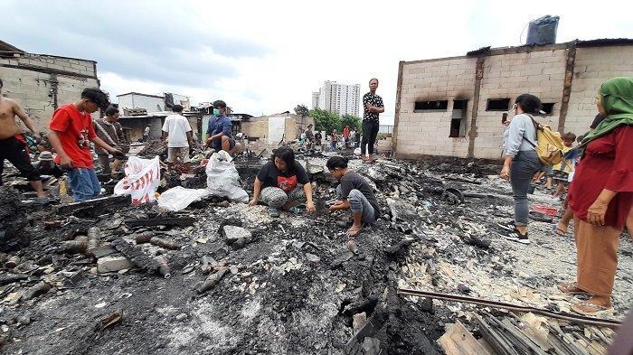 Suara Gemuruh Terdengar Sebelum 150 Rumah Petak Terbakar di Cengkareng