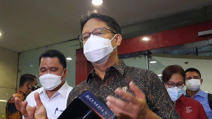 Menteri Kesehatan Budi Gunadi meninjau vaksinasi Covid-19 di Pasar Tanah Abang, Rabu (17/2/2021)