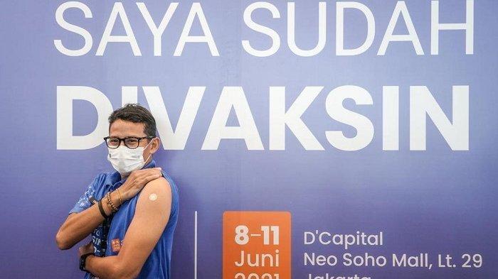 Menparekraf RI Sandiaga Salahuddin Uno menjalani vaksinasi perdana hari ini, Selasa (8/6/2021). Vaksinasi yang digelar atas kolaborasi Kemenparekraf, Kementerian kesehatan dan Alo Dokter itu dijalani di Sentra Vaksinasi Covid-19 yang bertempat di Neo Soho Central Park, Grogol Petamburan, Jakarta Barat.