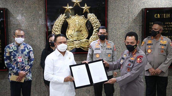 Kapolri Listyo Sigit Prabowo Berikan Menpora Zainudin Amali Surat Izin Penyelenggaraan Liga 1