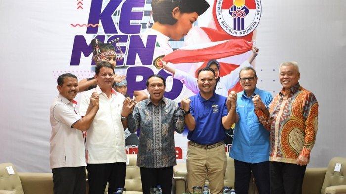 Menpora Zainudin Amali saatmenandatangani Memorandum of Understanding (MoU) pencairan dana pelatnas Olimpiade di Media Center Kemenpora, Senayan, Jakarta, Selasa (11/2/2020).
