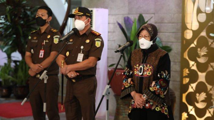 Menteri Sosial Tri Rismaharini bersama Kepala Kejaksaan Negeri Kabupaten Tangerang Bahrudin saat menggelar jumpa pers di Kantor Kementerian Sosial, Selasa (3/8/2021).