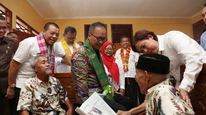 Kunjungi Balai Rehabsos Lansia Gau Mabaji,  Mensos Diajak Bernyanyi