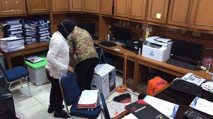 Menteri Sosial Tri Rismaharini Lakukan Sidak di Kantor Kemensos Pastikan Kebersihan Tempat Kerja
