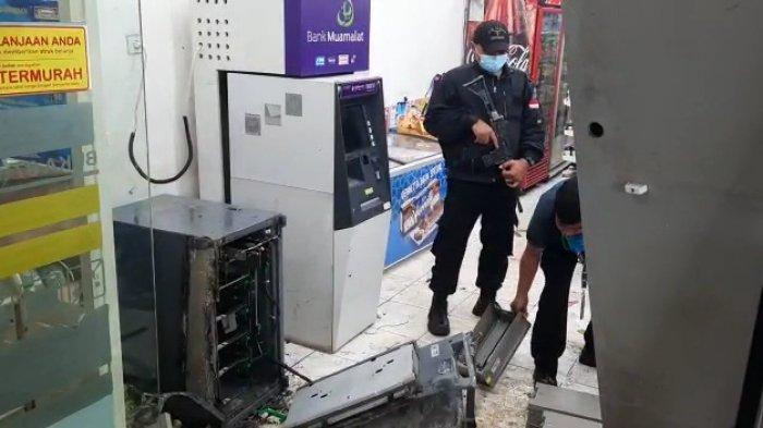 Mesin ATM BRI di sebuah mini market kawasan Pangkalan 3, Bantargebang, Kota Bekasi pada Kamis (17/6/2021).