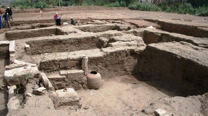 Bangunan Besar di Kota Kuno Memphis Ditemukan di Sebelah Selatan Kairo Mesir