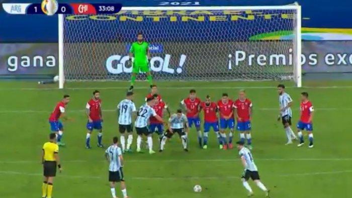 Tendangan Bebas Spaktakuler Messi Robek Gawang Cile, Skor 1-0 di Babak Pertama Argentina vs Cile