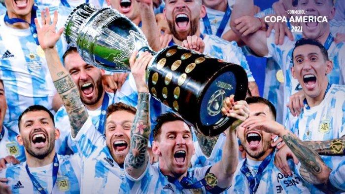 Messi angkat tropi Juara Copa America 2021, tropi pertama untuk timnas Argentina. Messi pun dipastikan tetap berseragam Barcelona untuk 5 tahun ke depan hingga usianya 39 tahun.