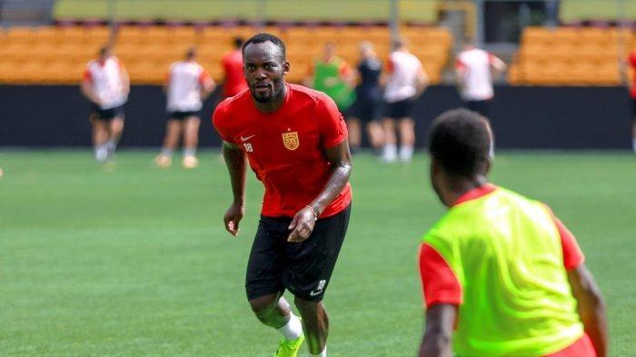 Mantan Gelandang Persib Michael Essien Terkenang Tour Panjang ke Lokasi Laga Liga 1