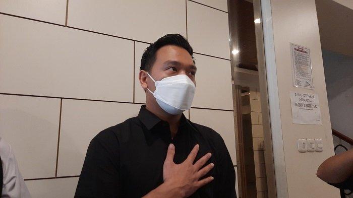 Michael Yukinobu di Polda Metro Jaya, Jakarta Selatan, Kamis (14/1/2021) untuk menjalani wajib lapor polisi. Dia dikenakan wajib lapor di Polda Metro Jaya terkait statusnya sebagai tersangka kasus dugaan penyebaran video asusila bersama artis Gisella Anastasia.