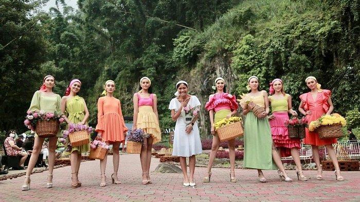 Desainer Migi Rihasalay saat mengikutipagelaran fashion show bersama Malang Fashion Movement (MFM) pada 10 April 2020 di Malang, Jawa Timur.