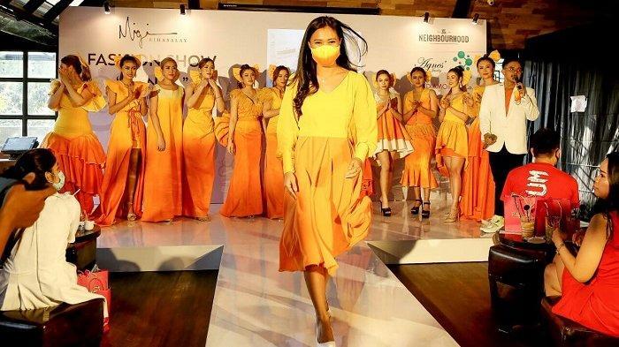 Migi Rihasalay: Gelar Fashion Show Tunggal Bertema 'Senja' dengan Harapan Covid-19 Segera Berakhir
